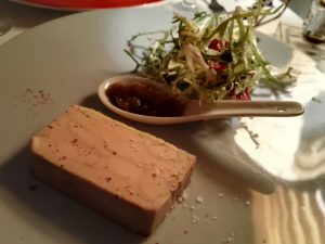 Terrine de foie gras mi-cuit, chutney de rhubarbe