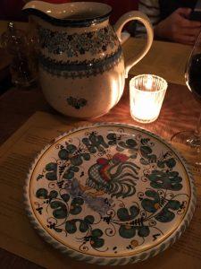Une vaisselle très authentique et artisanale fabriquée en Italie