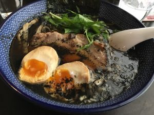Ramen au sésame noir, leur spécialité : Kurugoma Ramen
